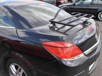 schwarz opel astra cabrio cc mit Gepäckträger