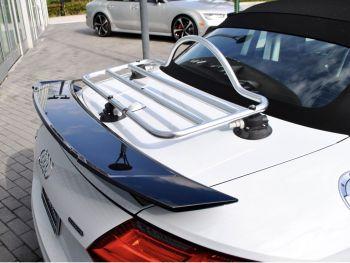 2014 2015 2016 2018 2017 Weißes Audi Cabrio / Roadster mit Gepäckträger
