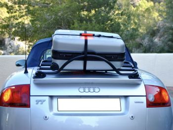 Luggage strap with integrated third brake light