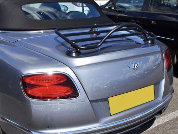 silbernes Bentley Continental Cabriolet mit eingebautem Revo Rack Gepäckträger