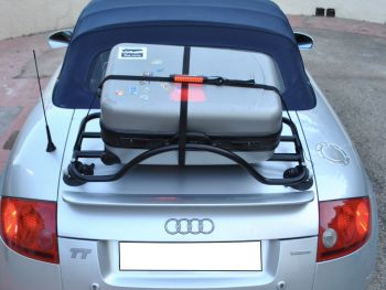 Luggage strap with integrated third brake light - stay legal